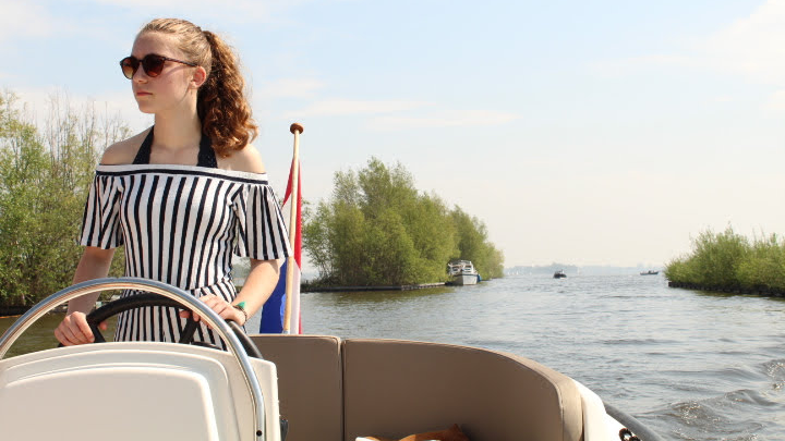 Share and Win - Korvet Boat Rental